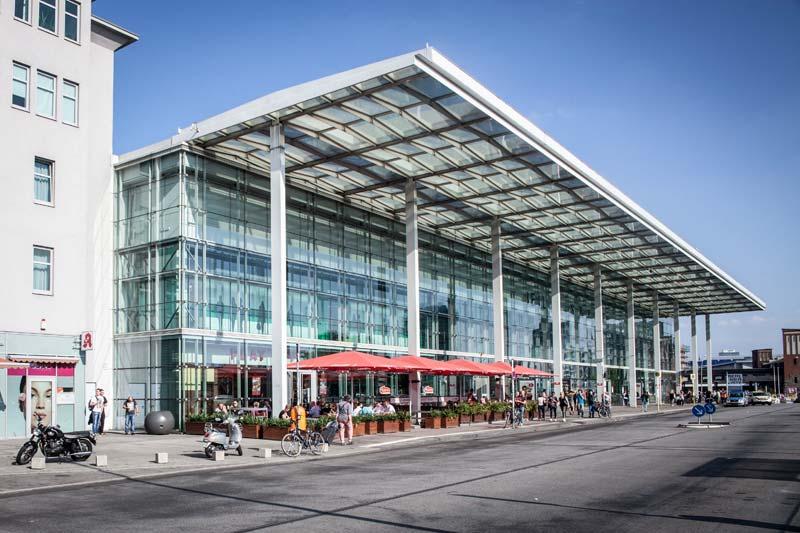 Ostbahnhof / East Side Gallery